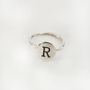 טבעת עיגול אות אחת