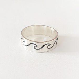 טבעת פס גלים | לאמאי |
